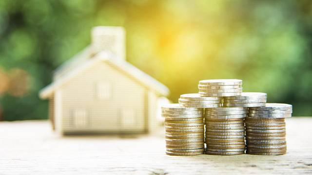 Ze svých požadavků na vlastní bydlení musí slevit z finančních důvodů.