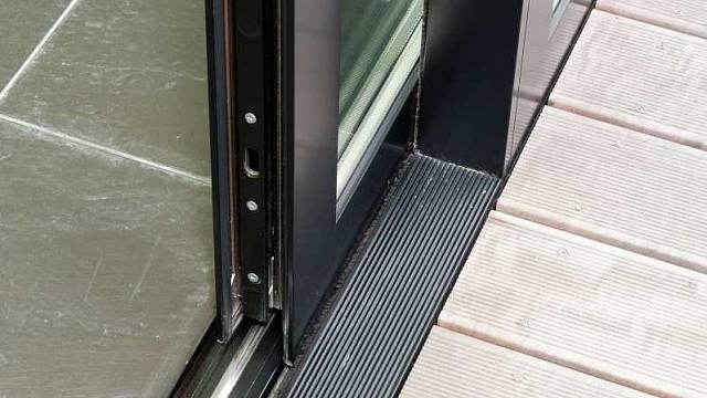 Posuvné dveře e-slide - bezbarierový přechod
