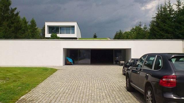 Auto-Family House 5