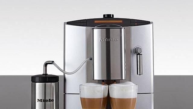 Plně automatický kávovar s integrovaným mlýnkem Miele CM 5200 Silver Edition