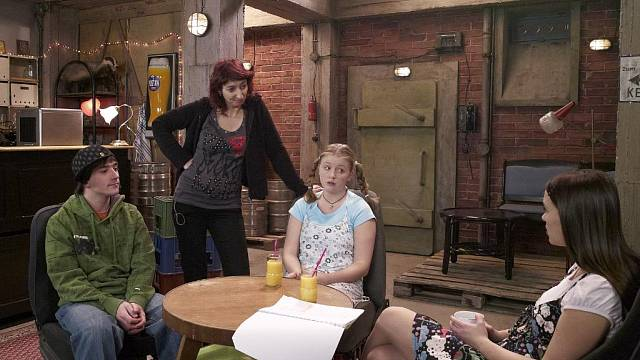 V sitcomu Comeback hraje její svéráznou matku Simona Babčáková.