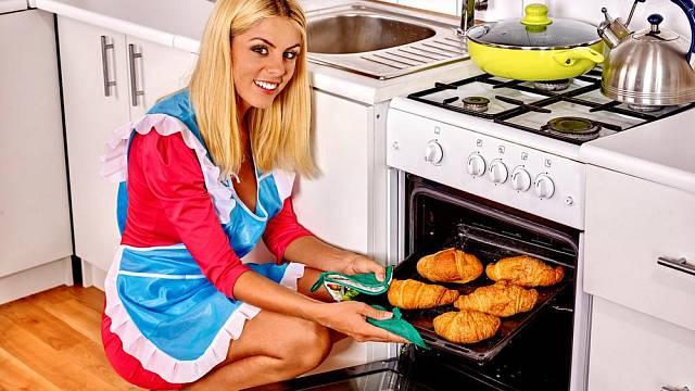 Pomocníci v kuchyni: 4. Podle čeho vybrat pečicí troubu?