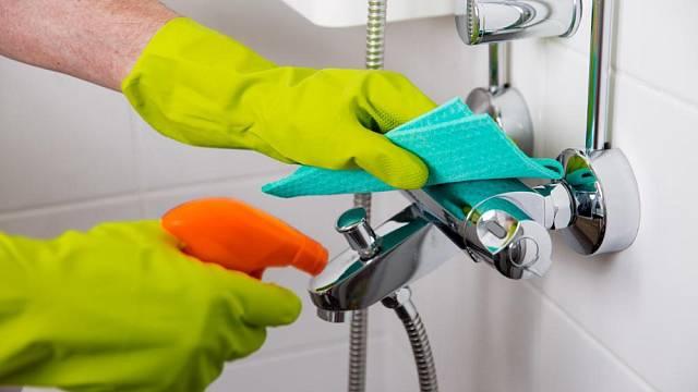 Octovým roztokem lze úspěšně čistit vodovodní baterie.