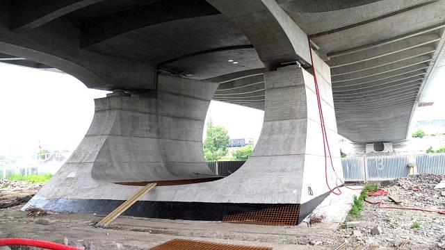 Mostní pilíře. Foto: Jindřich Kodíček