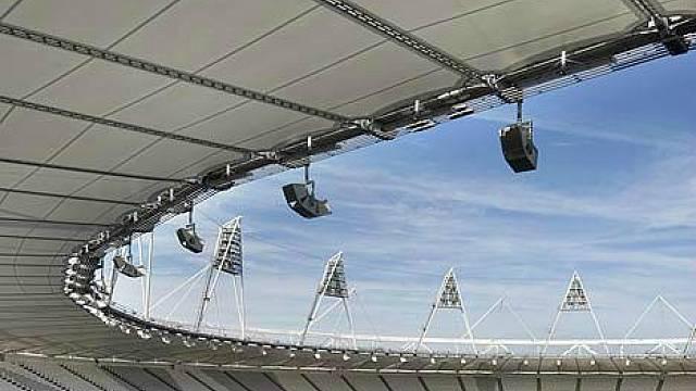 Stadion je z části zastřešen membránou z polymeru. K zastřešení se přistoupilo na základě výsledků šestiměsíční studie provedené olympijskými organizátory, z kterých vyplynulu, že kdyby byl stadion úplně bez střechy, mohly by tím být znehodnoceny všech...
