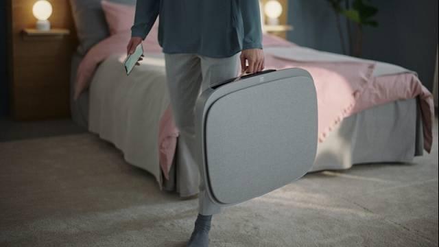 Novinka, model WA71-305GY, zaujme už tím, že ji můžete buď postavit na podlahu, nebo zavěsit na stěnu a navíc se snadno přenáší, cena 10 444 Kč.