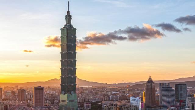 Více než půl kilometru vysoký mrakodrap Taipei má svým tvarem připomínat rostoucí bambus, který je symbolem síly čínské kultury. V budově můžeme najít nejrychlejší výtah na světě, který stoupá rychlostí téměř 17 metrů za vteřinu. Taipei byl dostaven v ...