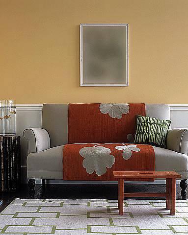 Šedá barva dobře ladí s oranžovou