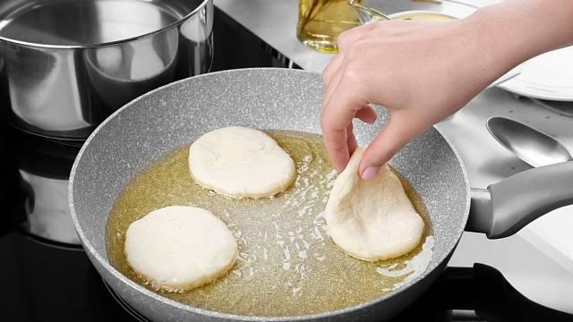 Povrch pánve hraje při přípravě pokrmů důležitou roli.