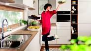 V šikovně uspořádané kuchyni budete vařit s radostí.