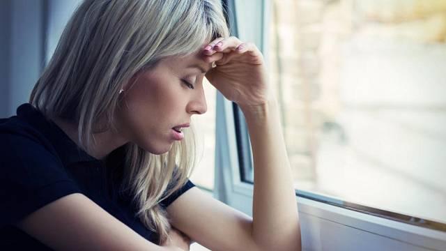 Vydýchaný vzduch v bytě může způsobit bolest hlavy.