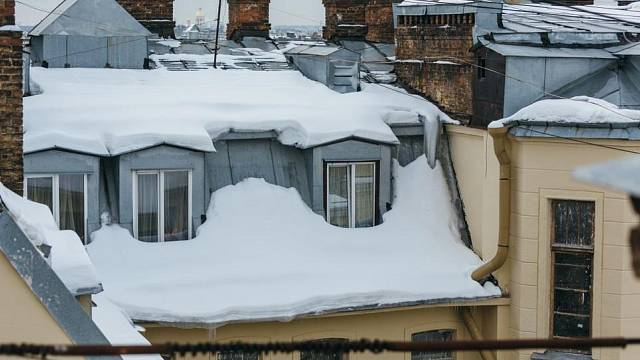 Sněhová pokrývka střechy