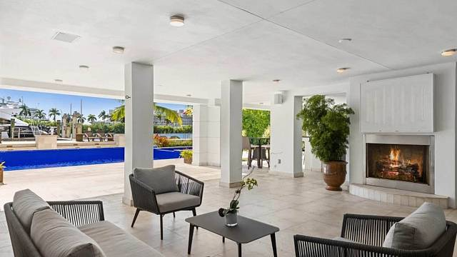 V Palm Island v Miami má dům s úžasným bazénem a krbem na terase boxer Floyd Mayweather
