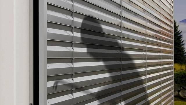 Je zajímavé, že venkovní rolety na oknech a garážová vrata zloději za výraznější překážku nevnímají.