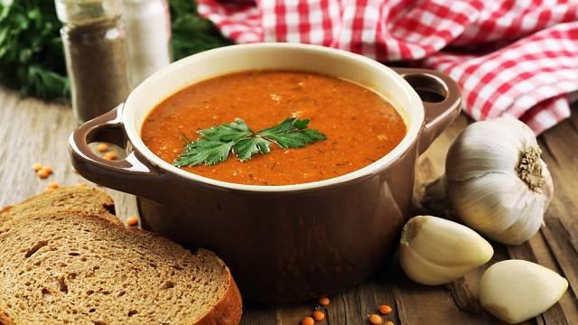 Polévka s červenou čočkou