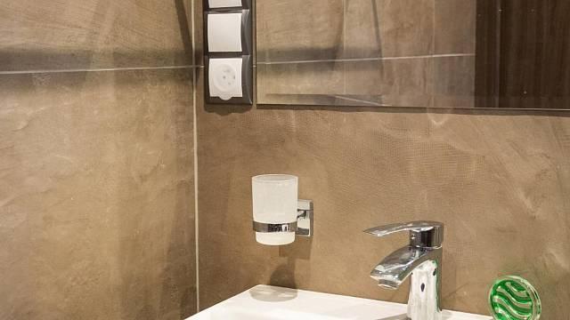 V koupelnách je dle normy plocha kolem umyvadla, vany či sprchového koutu rozdělena na zóny s různými podmínkami instalace.
