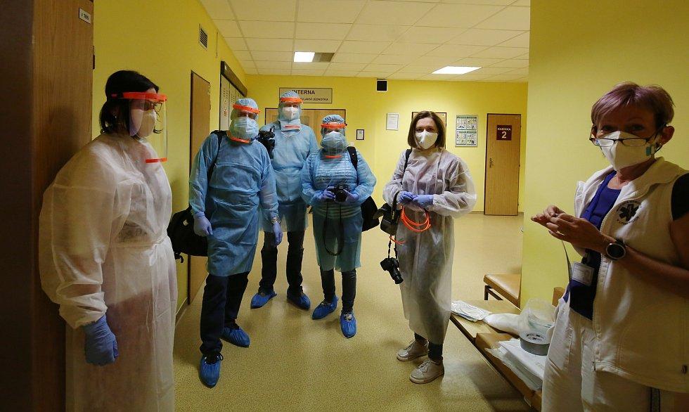 Fotoreportáž z covid jednotky litoměřické nemocnice. Starají se tam za přísných hygienických a bezpečnostních opatření o několik pacientů, kteří onemocněli koronavirem.