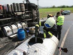 První dopravní nehoda na nově otevřeném úseku dálnice D8 u sjezdu na Lovosice.