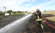 Litoměřicko sužují požáry. V sobotu kolem šestnácté hodiny museli hasiči zasahovat v Lovosicích u průmyslové zóny, kde hořela velká plocha travnatého porostu.