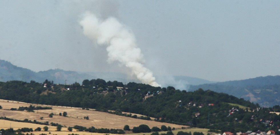 Požár mezi Lovosicemi a Ústím nad Labem. Středa 4. července