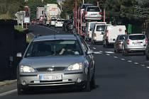 KOLONY. Dopravu ve Vaňově komplikuje frézování vozovky. Místní se nemohou dočkat zprovoznění dálnice.