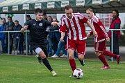Fotbalisté Brozan (v pruhovaném) porazili v divizním duelu Chomutov 3:1.