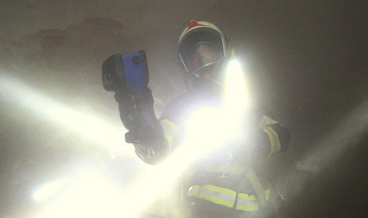 Cvičení hasičů v podzemí terezínské pevnosti