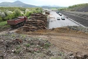 KONEC V HLÍNĚ. Sesuv u Litochovic je jeden z největších problémů bránících dostavbě.