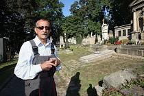 Rok 2011 je pro litoměřický hřbitov kritický. Mizí nápisy, lampy i podobizny zemřelých