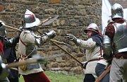 Stovky diváků sledovaly tradiční středověkou bitvu ve Vodním hradě v Budyni nad Ohří.