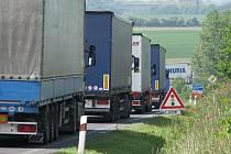Kamiony u Lovosic, ilustrační foto.
