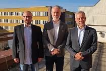 Ondřej Štěrba, předseda představenstva KZ, Vladimír Kestřánek, ředitel Nemocnice Litoměřice, a Petr Malý, generální ředitel KZ (zleva)