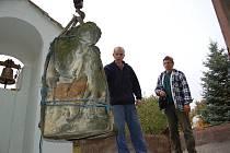 Poškozené sousoší Panny Marie s Ježíšem z osady Chrastná u Vlastislavi musí být ještě do konce tohoto roku restaurováno.