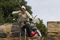 ÚČASTNÍCI bitvy dbají na naprosto přesnou dobovou autenticitu nejen oděvů, ale také zbraní a tábora.