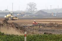 Výstavba průmyslové zóny u Lovosic pokračuje.