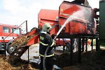 V Libkovicích hořely stroje se slámou pro elektrárny