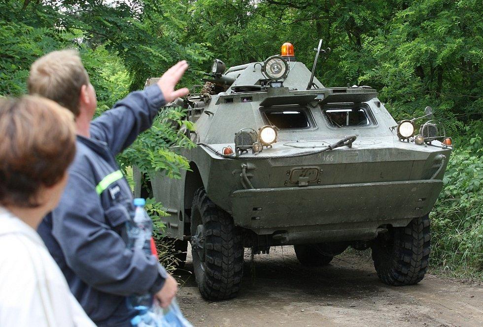Pouť s hasiči a parašutisty v Travčicích