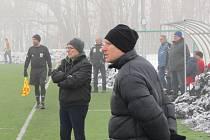 Trenéři FK Litoměřicko B při utkání.