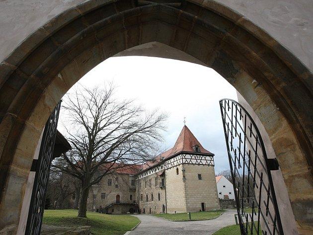 Vodní hrad vBudyni nad Ohří.
