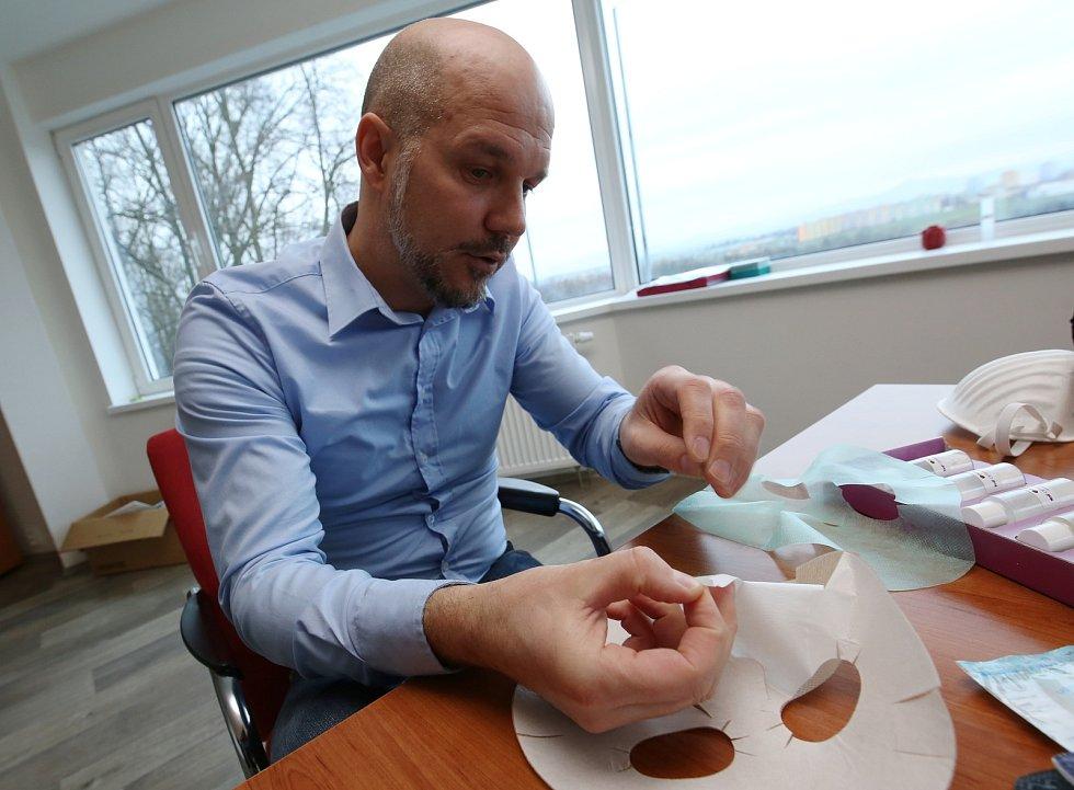 Firma Pandam z Roudnice nad Labem vyrábí ochranné roušky a respirátory. Při jejich výrobě využívají nejnovější nanotechnologie.