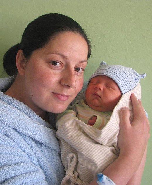 Barboře a Arnoštu Bienerovým z Terezína se v litoměřické porodnici 15. května v 11.41 hodin narodil syn Ondřej Biener. Měřil 49 cm a vážil 3,45 kg. Blahopřejeme!