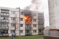 Snímek s ještě hořícím bytem nám zaslala čtenářka, která se podepsala M. L.