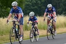 NA STARTU. Časovka Giro de Zavadilka je určena všem. Okruh si zkouší příznivci historických bicyklů, ale bojuje se také v kategorii rodinných týmů.