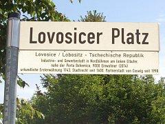 Centrální náměstí v Coswigu nese nyní název Lovosicer Platz.