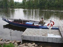 K cestě z Lovosic do Píšťan a zpět mohou lidé nyní využít přívoz