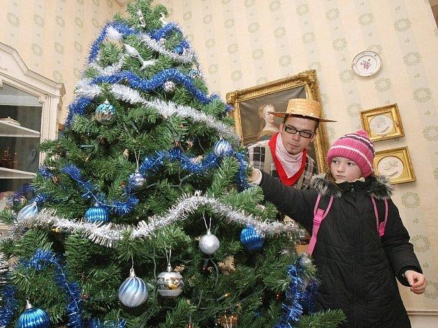 Vánoční prohlídky na zámku v Ploskovicích.