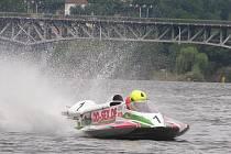 PO HLADINĚ Labe se o víkendu proháněly formule v rámci evropského i světového šampionátu.