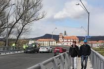 Dokončovací práce na Tyršově mostu, 25.4.2016