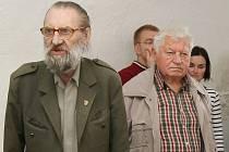 Řady obyvatel Litoměřic opustil 85letý Vladimír Chlupáč (na snímku vlevo), předseda litoměřické organizace Konfederace politických vězňů.