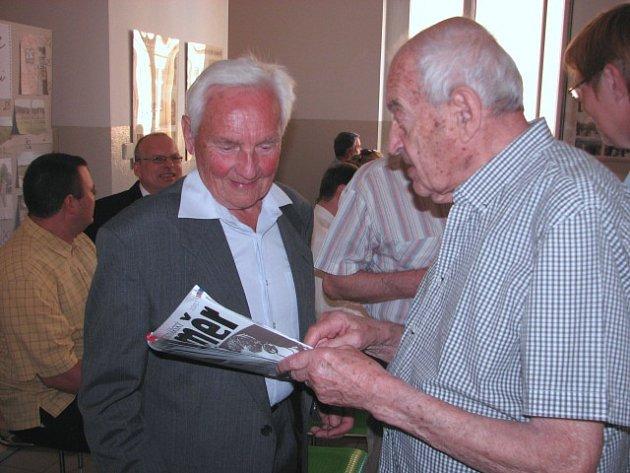 V úterý 20. června, přesně 75 let od chvíle, kdy gestapo vtrhlo do tehdejšího Reálného gymnázia a Vyšší průmyslové školy, se sešli zástupci veřejnosti se dvěma přeživšími Miroslavem Kubíkem a Robertem Bardefeldem.